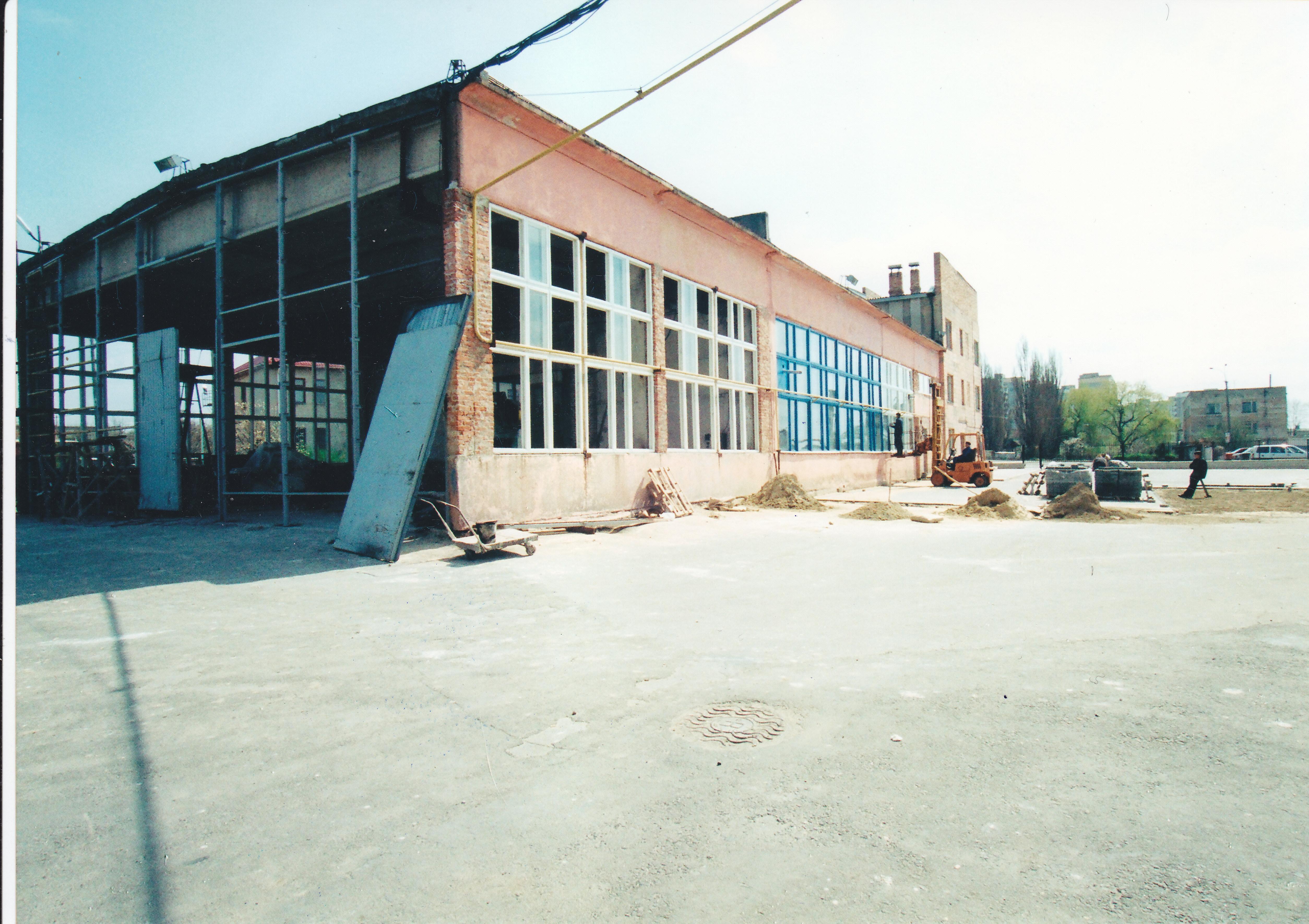 Будівництво власних виробничих споруд 1998