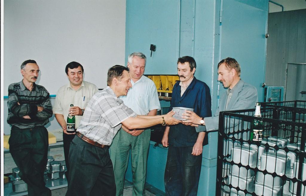 Запуск штампувальної дільниці та виготовлення перших корпусних деталей 2002 (фото 2)