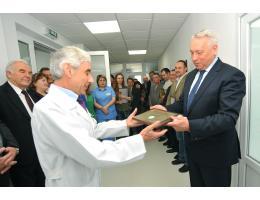 Вручення сертифікату міській лікарні м. Рівне на реанімаційні палати, 2013 рік