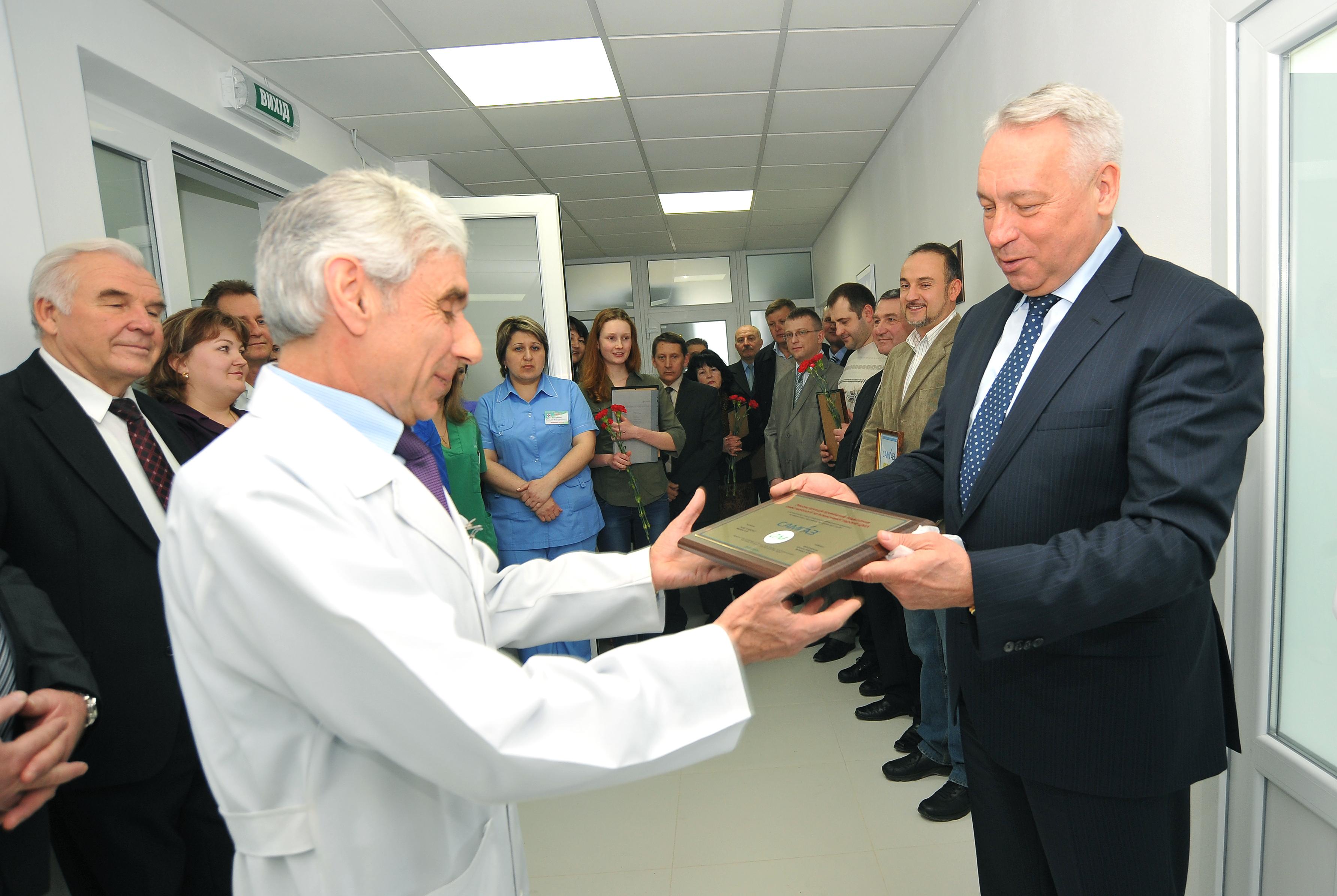 Вручение сертификата городской больницы. Ровно на реанимационные палаты, 2013